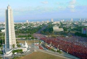 Miles de cubanos desfilaron el Primero de Mayo en la Plaza de la Revolución
