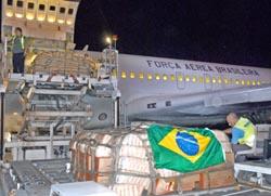 Arriba a Cuba avion cargado de alientos de Brasil