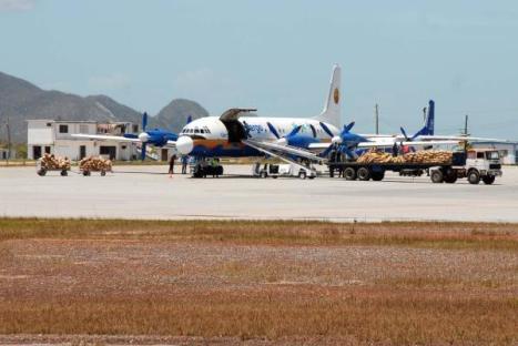 Aviones llevan ayuda a los damnificados del huracán Gustav en la Isla de la Juventud