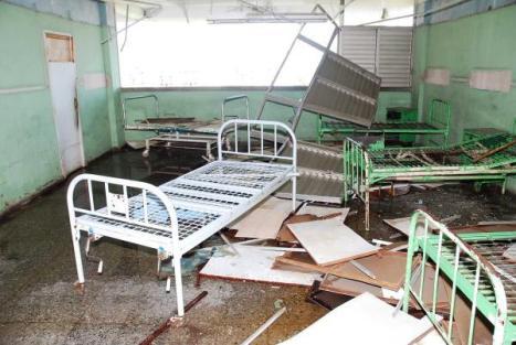 Salas destruidas del hospital del municipio San Cristóbal, en la provincia Pinar del Rio