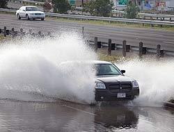 Ike aún está sobre aguas del Golfo de México, pero sus efectos ya se sienten en Galveston, donde ya reportan inundaciones