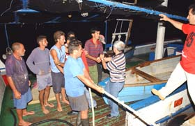 Llegada de los cinco pescadores