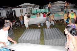 Miles de tejas se envian a Pinar del Rio