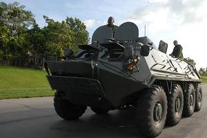 Vehiculo militar en apoyo a labores de recuperación en Cuba tras el paso de Gustav