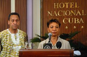Bárbara Lee, representante federal por el estado de California y actual presidenta del Caucus Negro del Congreso de los EE.UU, junto al demócrata Melvin Watt