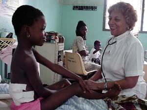 Cientos de médicos cubanos trabajan en Africa