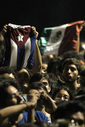 Cientos de jóvenes aclamaron a Café Tacuba