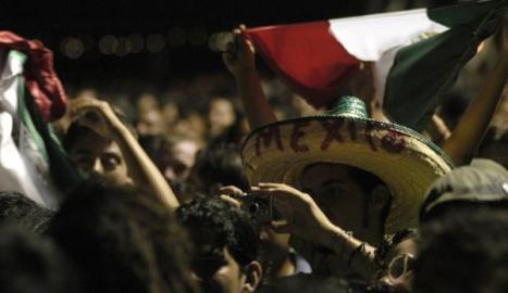 Un joven mexicano durante la presentación de Cafe Tacuba
