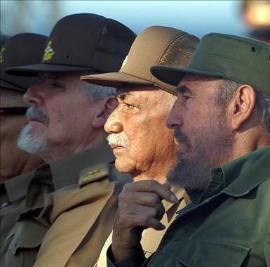 Fidel Castro y los Comandante de la Revolución Juan Almeida Bosque y Ramiro