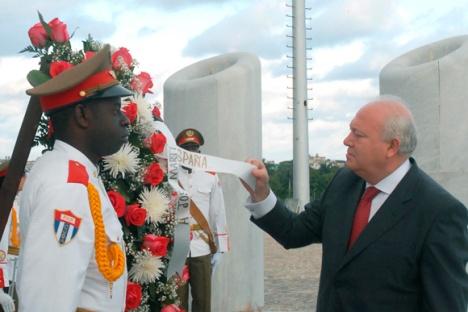 Miguel Angel Moratinos rinde tributo a José Martí