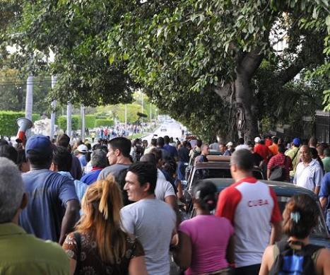 Manifestación de repudio al bloquero Reinaldo Escobar y de apoyo a la Revolución cubana