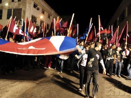Jóvenes cubanos en la Marcha de las Antorchas