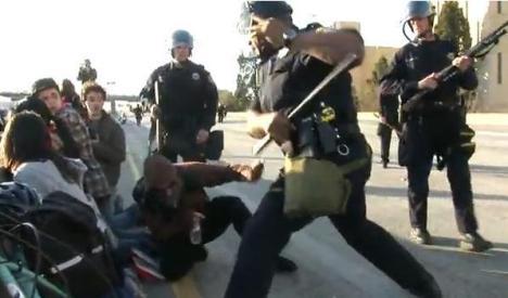 Estudiantes norteamericanos golpeados en California