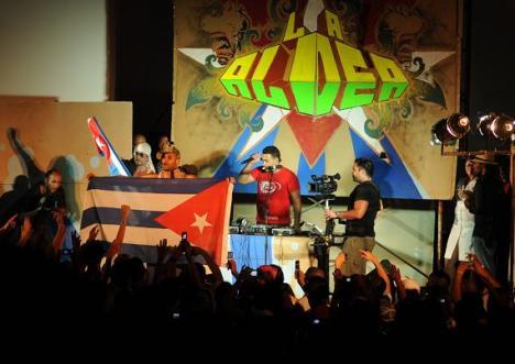 Los Aldeanos, en concierto en el Acapulco, en La Haba