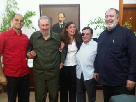 De izquierda a derecha: Andres Izarra, Fidel Castro, Vanessa Davies, Walter Martinez y Mario Silva.