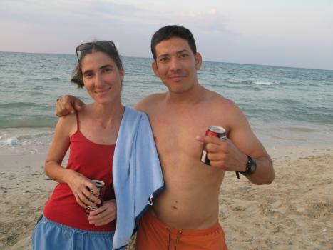 Revelación de Yoani Sánchez junto a las olas: Bucanero