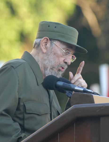 Comandante en Jefe Fidel Castro ante estudiantes universitarios en la Escalinata de la Universidad de La Habana.Foto:AIN