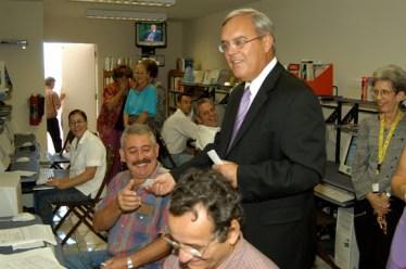 James Cason, ex Jefe de la SINA en Cuba, durante un entrenamiento de cibermerecenarios en La Habana
