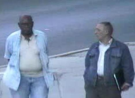 Al salir de la SINA, se dirigen al lugar donde se encuentran con René Gómez Manzano