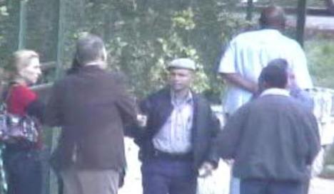 Félix Bonne Carcassés, al fondo, trató de evadir a los agentes del orden público