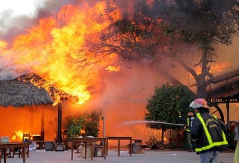 Incendio en el restaurante El Palenque.