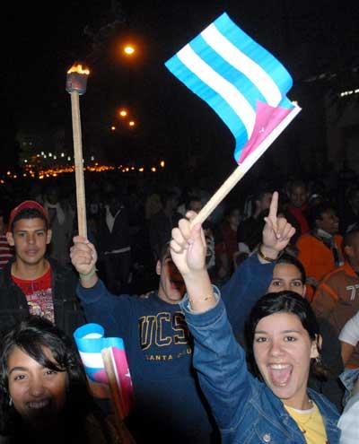 Jovenes cubanos en Marcha de las Antorchas