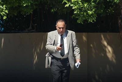 Juan Eugenio Leal García, guardaespaldas del matrimonio del Piso 14 y esposo de Lidia Marta Jiménez, la mucama de Yoani Sánchez, mientras informa a sus superiores de Voces Cubanas detalles de la reunión.