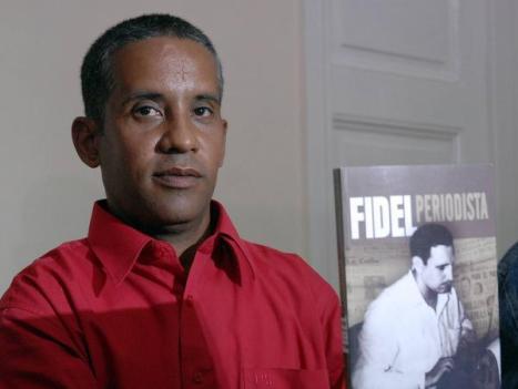 Carlos Serpa Maceira , el agente Emilio.